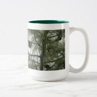松の木のマグ ツートーンマグカップ