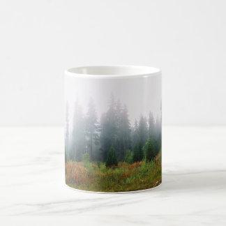 松の木のForrestの写真のマグ コーヒーマグカップ