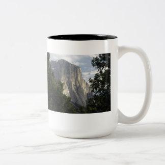 松の木山の平面図 ツートーンマグカップ
