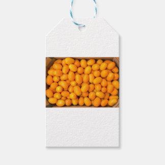 板紙箱のオレンジキンカンの積み重ね ギフトタグ