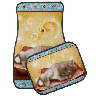 枕の柔らかく眠い子ネコが付いている金魚フレーム カーマット