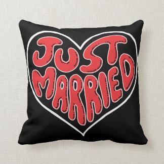 枕を結婚するたった今結婚しましたのハート クッション
