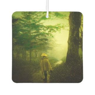 林道の霧のヴィンテージ日本の単独巡礼者 カーエアーフレッシュナー