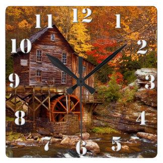 林間の空地の入り江の碾き割りの製造所 スクエア壁時計