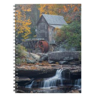 林間の空地の入り江2の歴史的な碾き割りの製造所 ノートブック