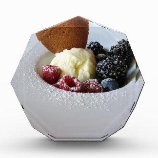 果実が付いているバニラアイスクリーム 表彰盾