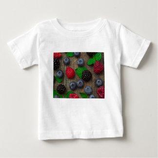 果実フルーツの背景 ベビーTシャツ