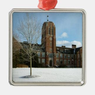 果樹園都市大学の冬のロックウェル シルバーカラー正方形オーナメント