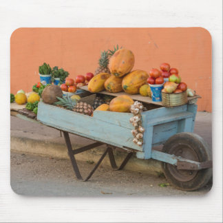 果物と野菜のカート、キューバ マウスパッド