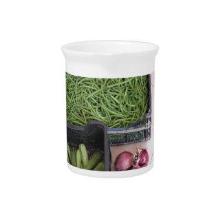 果物と野菜箱 ピッチャー