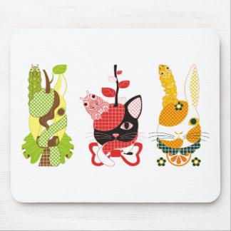 果物動物「洋梨馬」「林檎猫」「蜜柑兎」と芋虫カラフル マウスパッド