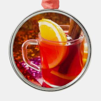 柑橘類およびシナモンが付いている透明なお茶 メタルオーナメント