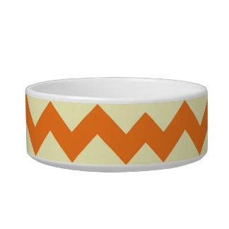 柑橘類のシェブロンのオレンジクリーム色のジグザグ形のストライプなギフト 猫の水皿