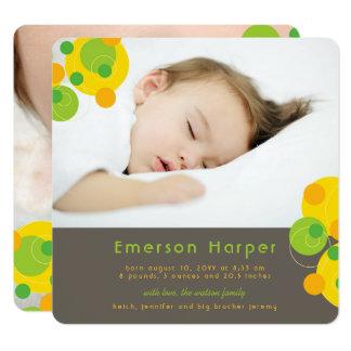 柑橘類の快活な円の男の赤ちゃんの誕生の発表 カード