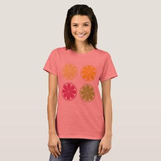 柑橘類を持つ女性のためのデザイナーTシャツ Tシャツ