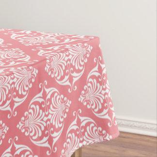 柔らかいサーモンピンクの白いスクロール テーブルクロス