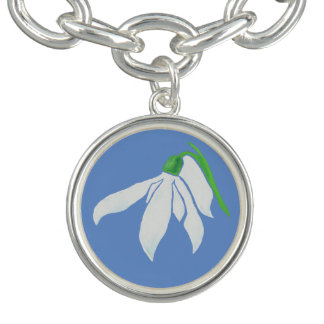 柔らかい淡いブルーのSnowdropのかわいらしく白い花 チャームブレスレット