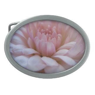 柔らかい花びらの菊 卵形バックル