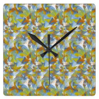 柔らかい青か緑またはオレンジに渦巻くことは時計で形づきます スクエア壁時計