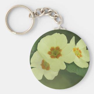 柔らかく黄色いサクラソウの花 キーホルダー