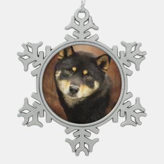 柴犬のピューターの雪片のオーナメント スノーフレークピューターオーナメント