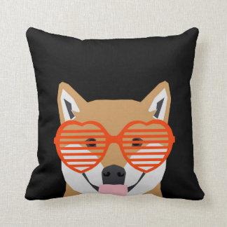 柴犬-かわいいハートガラス-白黒のデザイン クッション