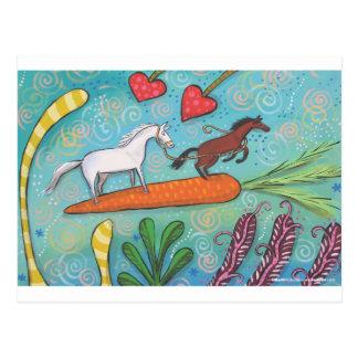 栗毛の馬は愛の白馬およびにんじんを導きます ポストカード