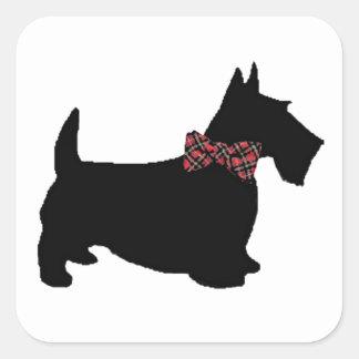 格子縞のちょうネクタイのスコッチテリア犬 スクエアシール