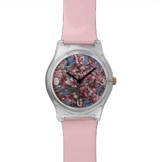 桜および青空の春の花柄 腕時計