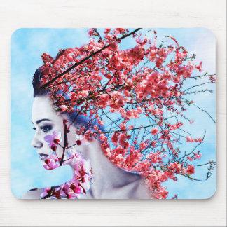 桜の女性 マウスパッド
