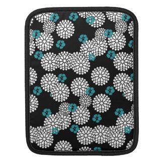 桜の白く黒く青いミイラの花 iPadスリーブ