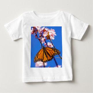 桜の(昆虫)オオカバマダラ、モナーク ベビーTシャツ