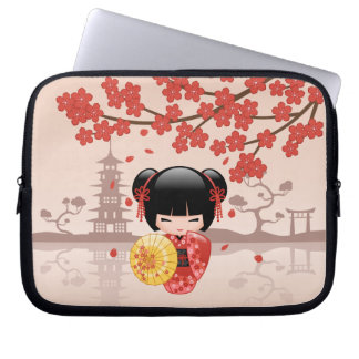桜のKokeshiの赤い人形-日本のな芸者 ラップトップスリーブ
