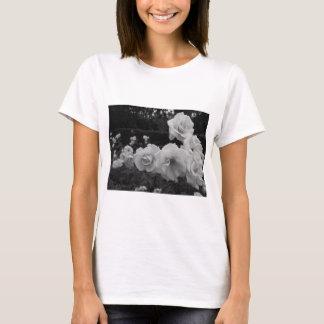 桜貝のバラ Tシャツ