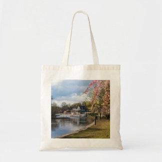 桜、ボートハウスの列、フィラデルヒィア トートバッグ