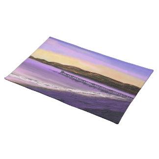桟橋のカスタムのランチョンマットの紫色の日の出 ランチョンマット