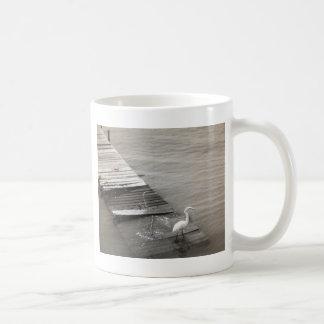 桟橋のクレーン コーヒーマグカップ