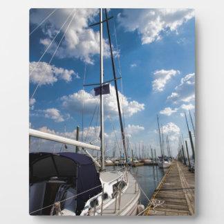 桟橋の美しいヨット フォトプラーク