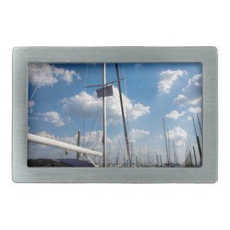 桟橋の美しいヨット 長方形ベルトバックル