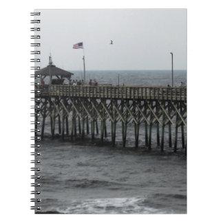 桟橋の魚釣り-カシの島、NC ノートブック