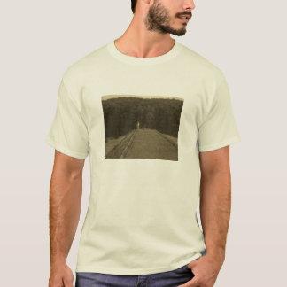 桟橋のTシャツの魚釣りか漁師 Tシャツ