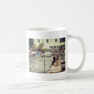 桟橋1の人々 コーヒーマグカップ