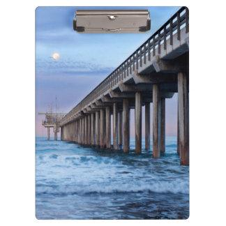 桟橋、カリフォルニア上の満月 クリップボード