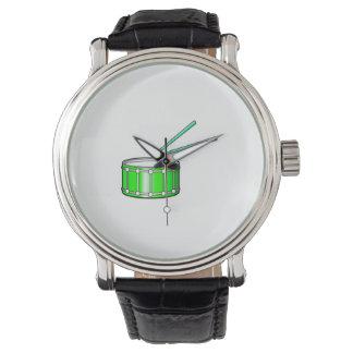 棒が付いている緑のわなのグラフィック 腕時計