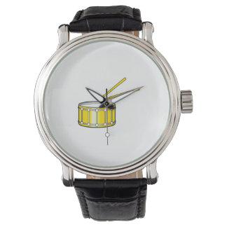 棒が付いている黄色いわなのグラフィック 腕時計