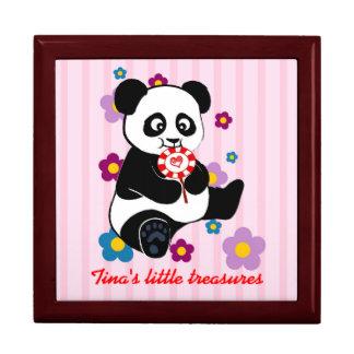棒つきキャンデーを持つベビーのパンダ ギフトボックス