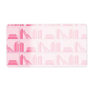 棚のピンクの本 ラベル