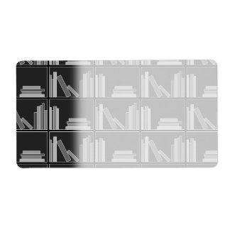 棚の本。 白黒灰色。 ラベル