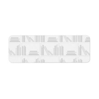 棚の淡い色のな灰色の本 ラベル