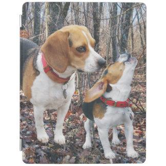 森のビーグル犬のお母さん及び子犬 iPadスマートカバー